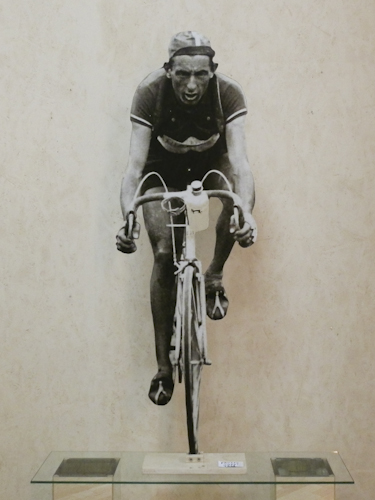 Art work by Andrea Tirinnanzi Fausto Coppi al  Tour de France - bifacial digital sculpting paper on table