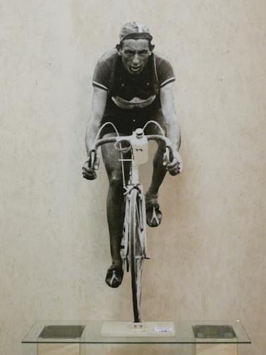 Quadro di Andrea Tirinnanzi Fausto Coppi al  Tour de France - digiscultura bifacciale carta su tavola